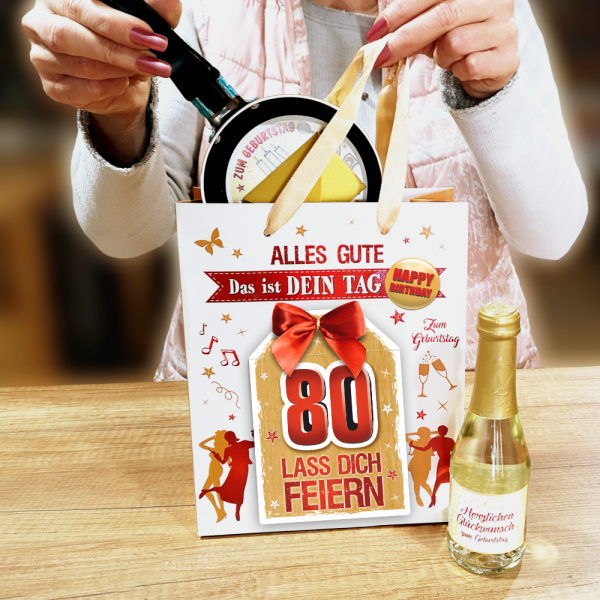 2Stk.-edle-Geschenktueten-Serie-Alles-Gute-Das-ist-Dein-Tag-hochwertige-Geschenktaschen-mit-Glueckwunschkarte-mit-Schleife-fuer-Frauen-80-neutral-Andrea-Verlag-andrea-verlag.de-Model