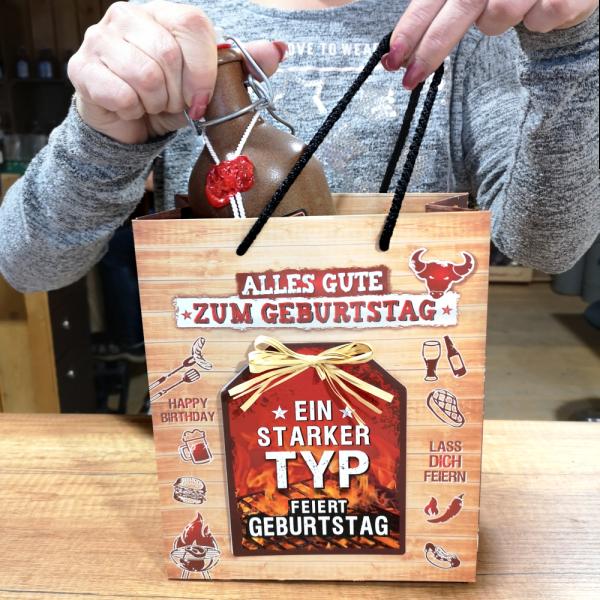 3-stk.-edle-Geschenktueten-Serie-Grillen-Alles-Gute-hochwertige-Geschenktaschen-mit-Glueckwunschkarte-und-Bast-Schleife-Geschenk-fuer-Maenner-Rueckseite-AV-Andrea-Verlag-andrea-verlag.de-Model.