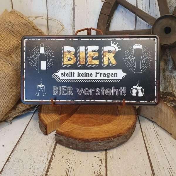Bier-stellt-keine-Fragen-gross-Metallschild-Blechschild-Schild-Tuerschild-mit-Spruch-fuer-Wohnzimmer-Garten-Kueche-AV-Andrea-Verlag-andrea-geschenke.de