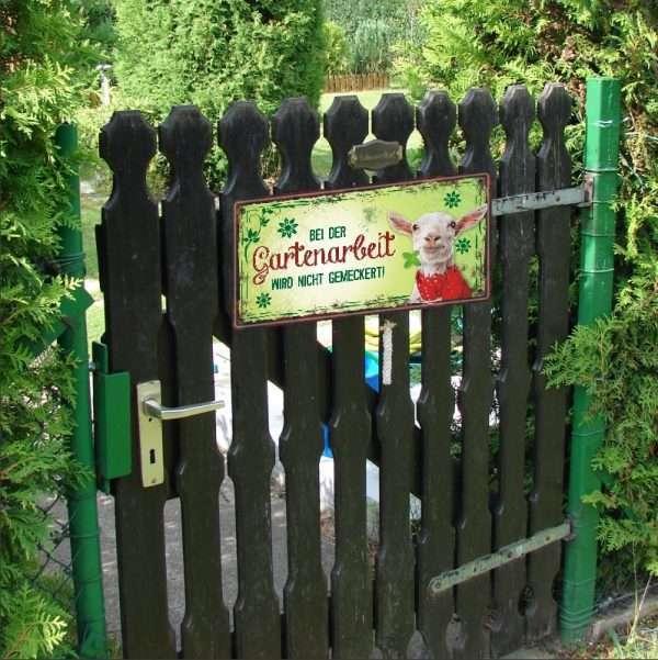 Metallschild-Garten-Bei-der-Gartenarbeit-Schild-fuer-Garten-Gartengeschenk-Geschenk-fuer-Gaertner-andrea-geschenke.de