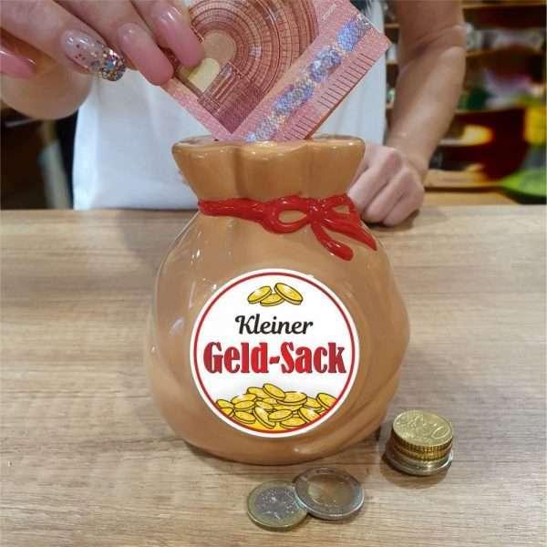 Spardose-Sparschwein-Ein-Saeckchen-voll-Geld-Geld-Sack-andrea-geschenke.de-AV-Andrea-Verlag